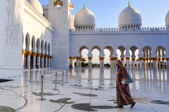 Grand Mosque, Abu Dhabi, photo by Sue Alstedt
