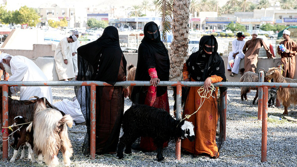 Omani women , Nizwa Souk, photo courtesy of Elite Tourism, Oman