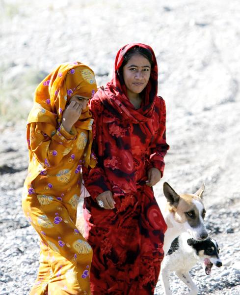 Omani girls , photo courtesy of Elite Tourism, Oman