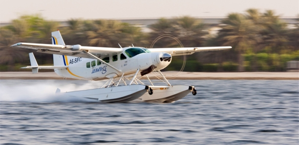 Seaplane-water-takeoff
